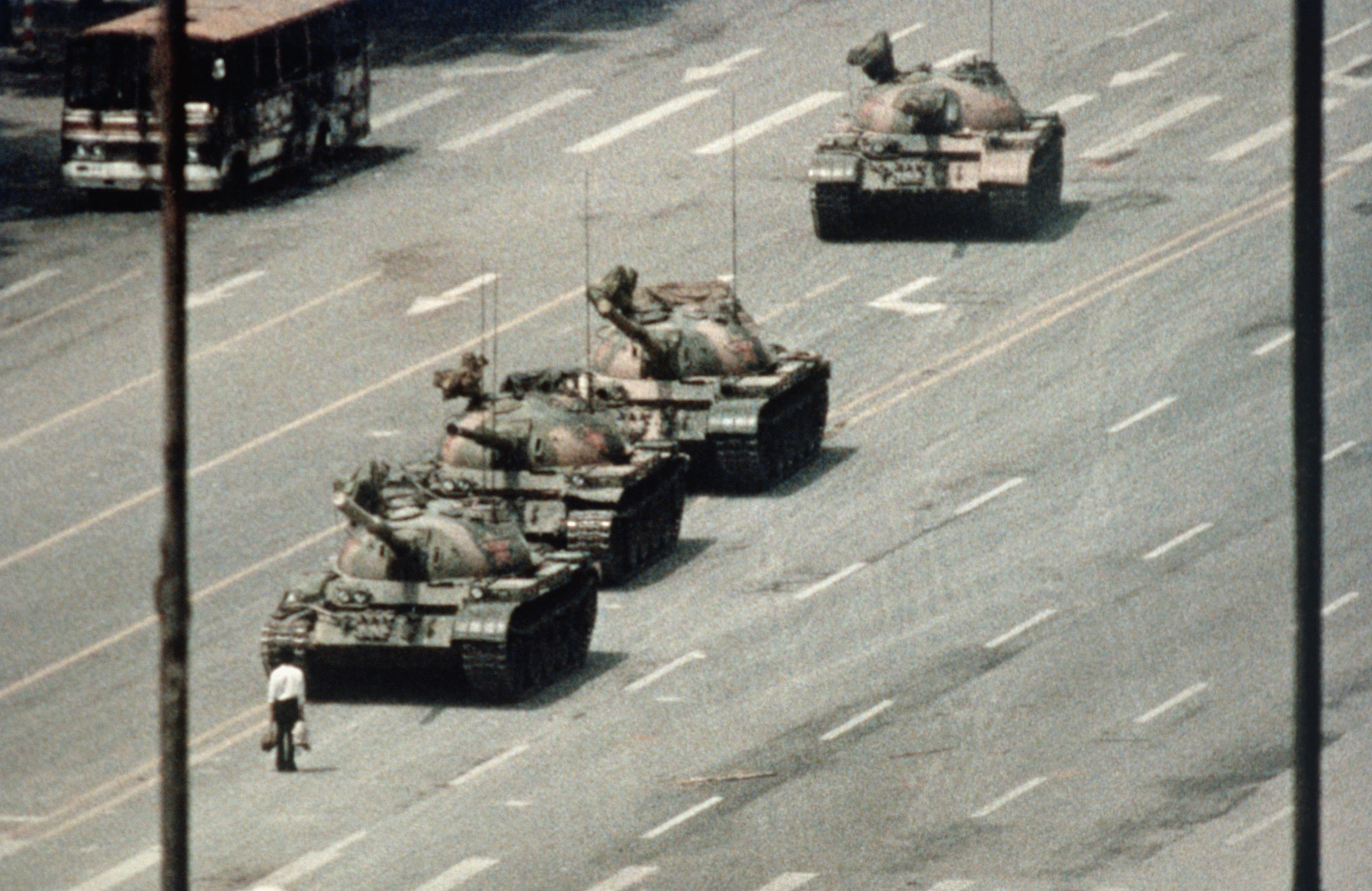 savoirs.rfi.fr_sites_default_files_medias_images_vignettes_gettyimages-517198274_china_tiananmen-tank-man_1920px_02.jpg