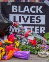 « Les flics doivent comprendre qu'on ne peut tuer les Noirs sans raison », lance cette militante du mouvement Black Lives Matter (BLM).