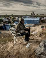 un migrant dans le camp dit la jungle à Calais en France