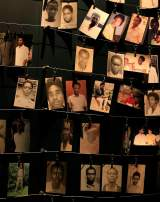 Des photographies des victimes au Memorial du génocide à Kigali.