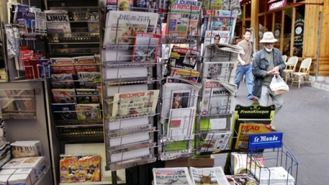 France-Paris-Kiosque à journaux-Presse