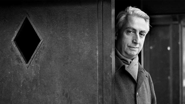 Le philosophe français Roland Barthes, le 25 janvier 1979 à Paris, en France.