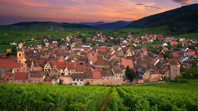 Le village de Riquewihr en France.