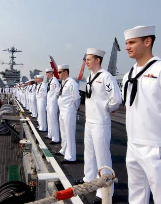 Des marines sur le porte-avions George Washington.